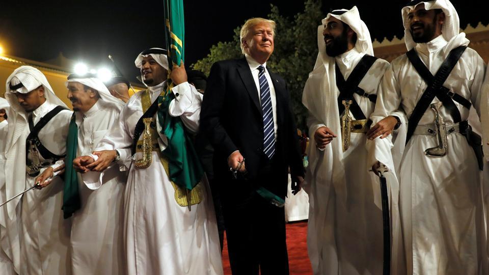 during-arabia-welcome-ceremony-salman-welcomes-murabba_ca13ea0e-3df8-11e7-8e2c-04c6be70fea0