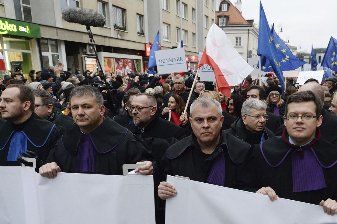 Hundreds of judges and lawyers join Warsaw protest against Polish 'muzzle-law'