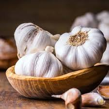 The Pros and Cons of Eating RawGarlic?